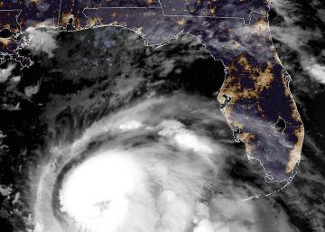 Imagen de satélite que muestra la ubicación del huracán a las 11:45 hora local de este martes.