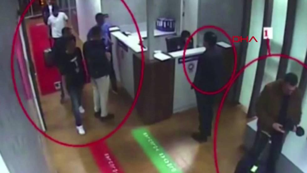 Imagem da gravação que mostra a chegada ao aeroporto do grupo saudita supostamente vinculado ao desaparecimento de Khashoggi.