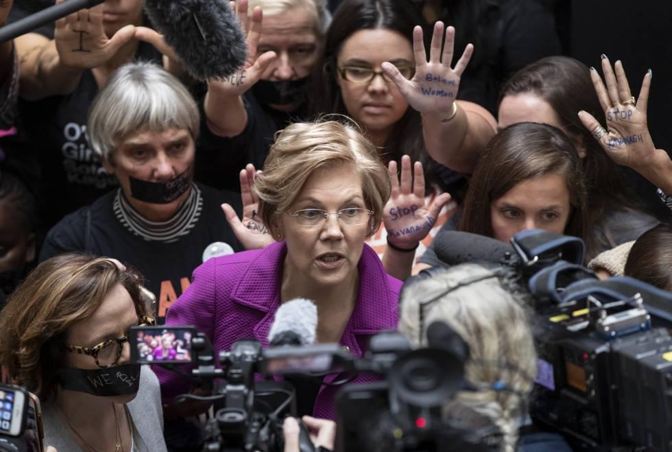 La senadora demócrata Elizabeth Warren en una protesta contra Brett Kavanaugh en septiembre.