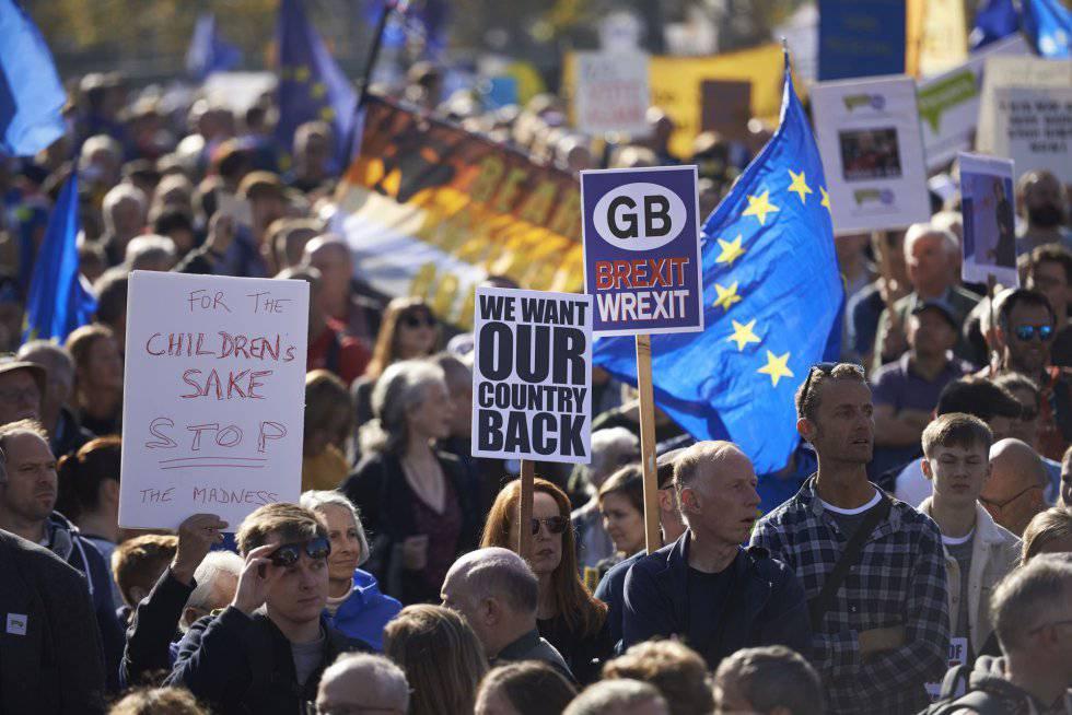 Manifestación multitudinaria en Londres para pedir un segundo referéndum del Brexit