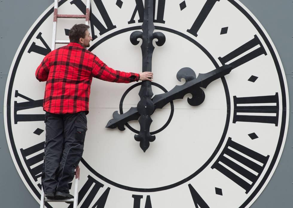 changing the clocks eu could postpone abolishing clock change until
