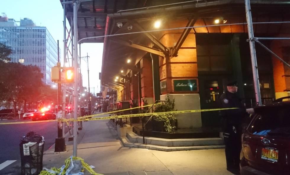 La policía acordona el edificio donde se encuentra el restaurante de Robert de Niro en Nueva York.
