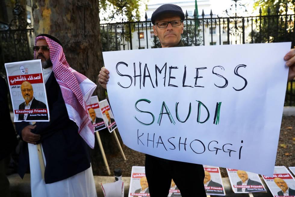 Protesta ante la Embajada saudí en Londres por el asesinato de Khashoggi.