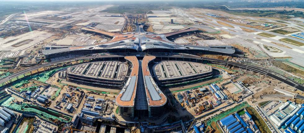 Vista aérea del nuevo aeropuerto de Pekín, en construcción.