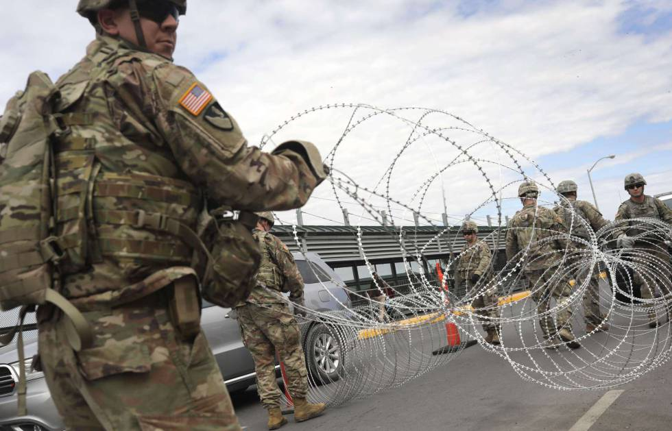 Soldados desplegados por Trump en Hidalgo (Texas), fronteriza con México.