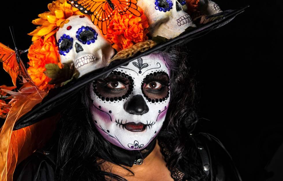 El Día De Muertos En México Se Tiñe De Color Con La Calavera Catrina