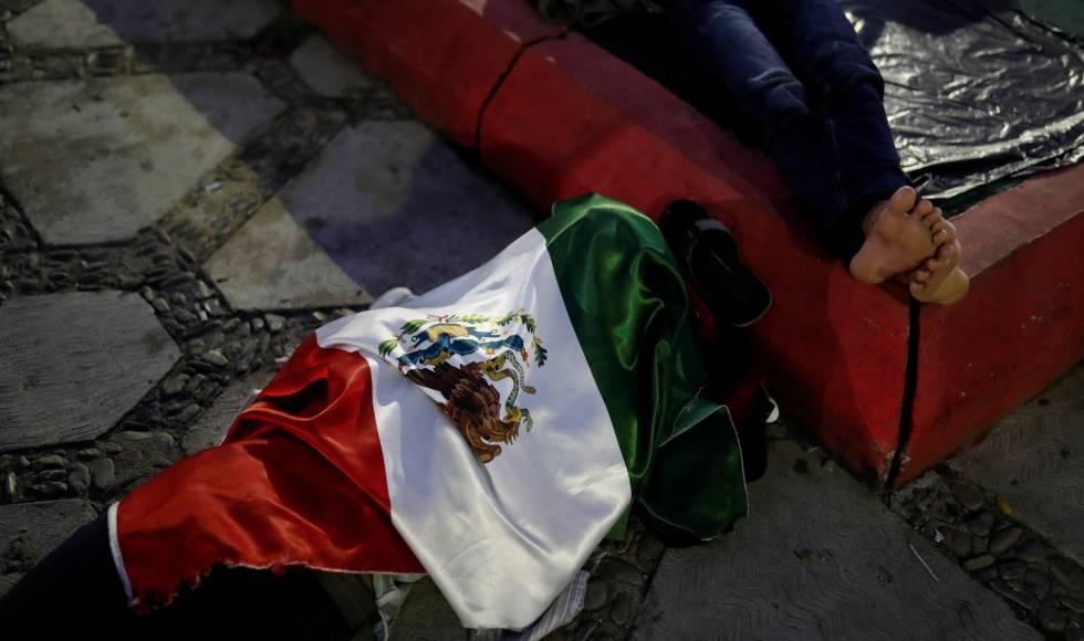 Un migrante en una de las calles de Tapanatepec, Oaxaca.