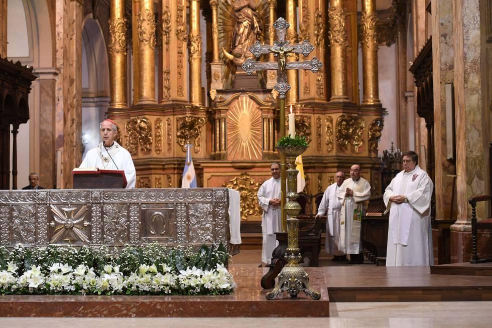El cardenal Primado de la Argentina, Mario Poli, oficia una misa en la Catedral Metropolitana, el pasado mes de noviembre en Buenos Aires.