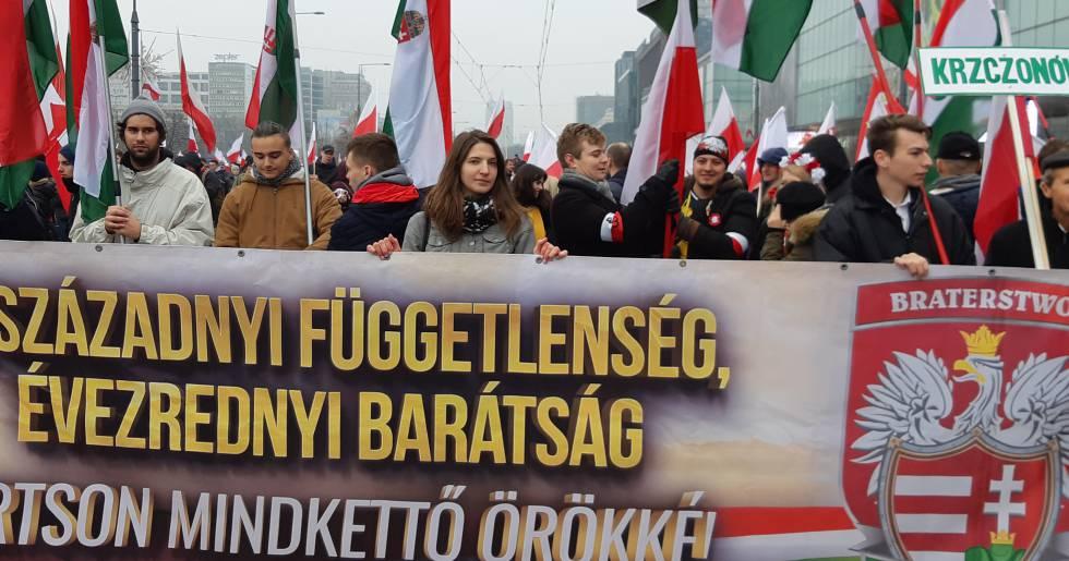 559a8108f Húngaros del partido xenófobo Jobbik han llegado este domingo a Varsovia.