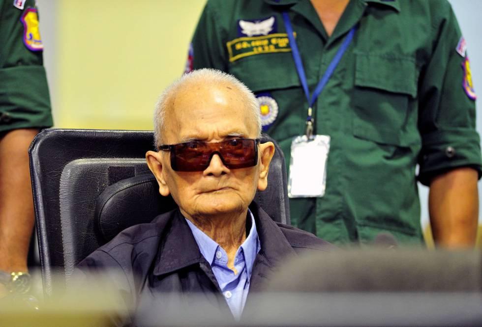 El ideólogo del régimen de los jemeres rojos, Nuon Chea, de 92 años, en una sala de las Cámaras Extraordinarias de los Tribunales de Camboya, este viernes.