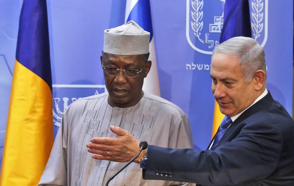 El primer ministro israelí, Benjamín Netanyahu, y el presidente de Chad, Idriss Déby, el domingo en Jerusalén.