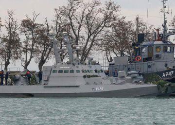 Barcos militares ucranios, en el estrecho de Kerch (Crimea) el 26 de noviembre de 2018.