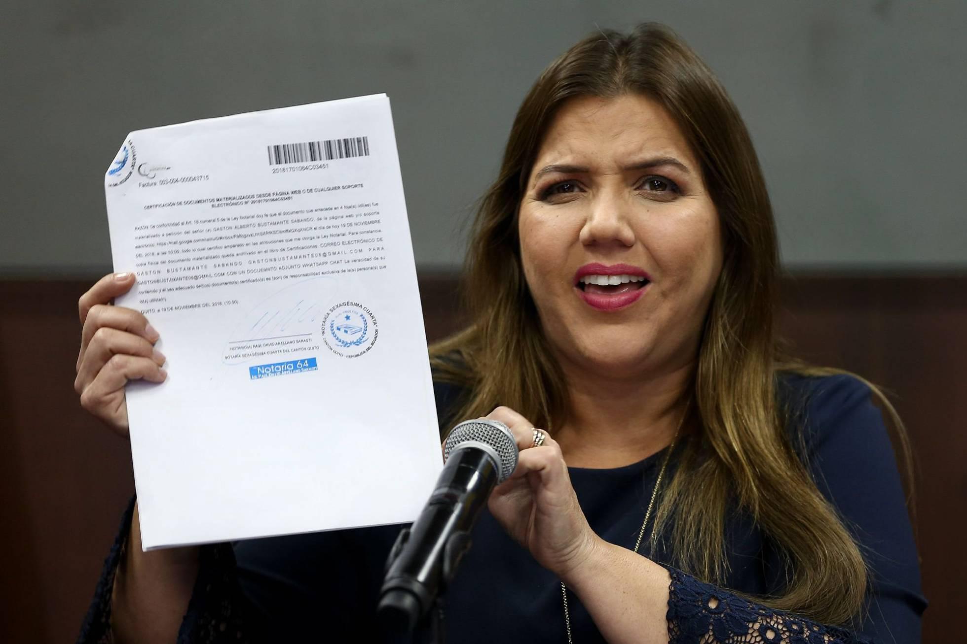 Moreno suspende las funciones de la vicepresidenta de Ecuador, acusada de cobros ilegales