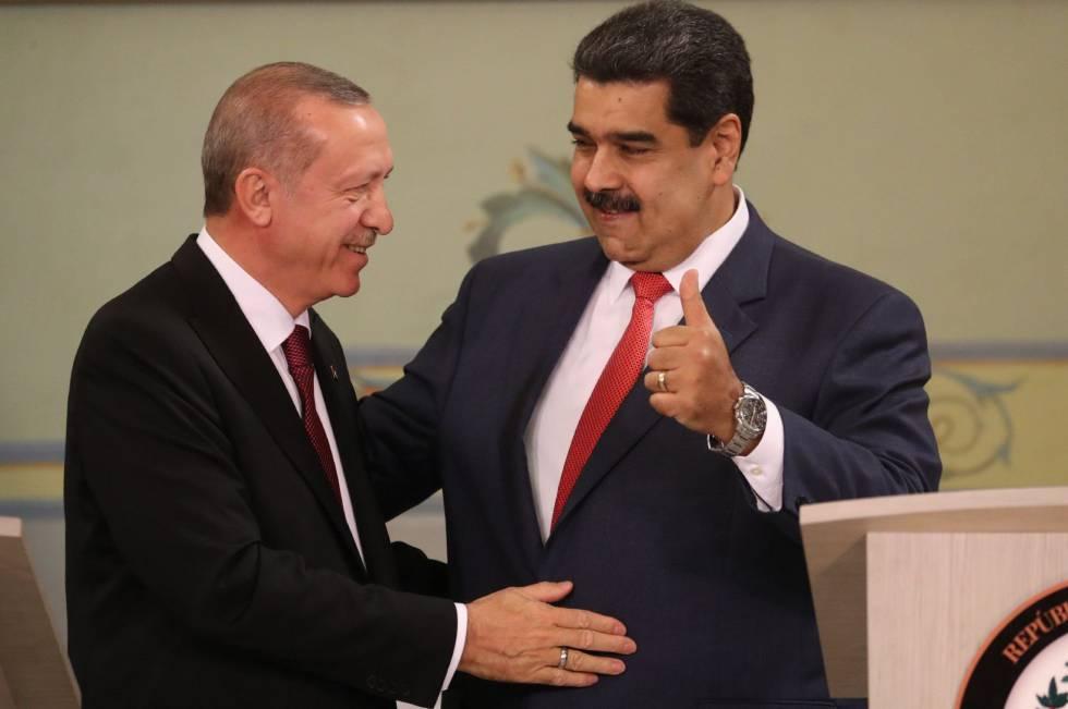 El presidente de Venezuela, Nicolás Maduro, recibe a su homólogo turco, Recep Tayyip Erdogan.