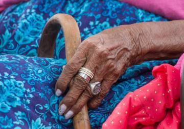 Las manos de Rosa Grilo.
