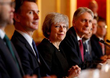 May, sentada junto a otros miembros de se Ejecutivo, el pasado 20 de diciembre en Londres.