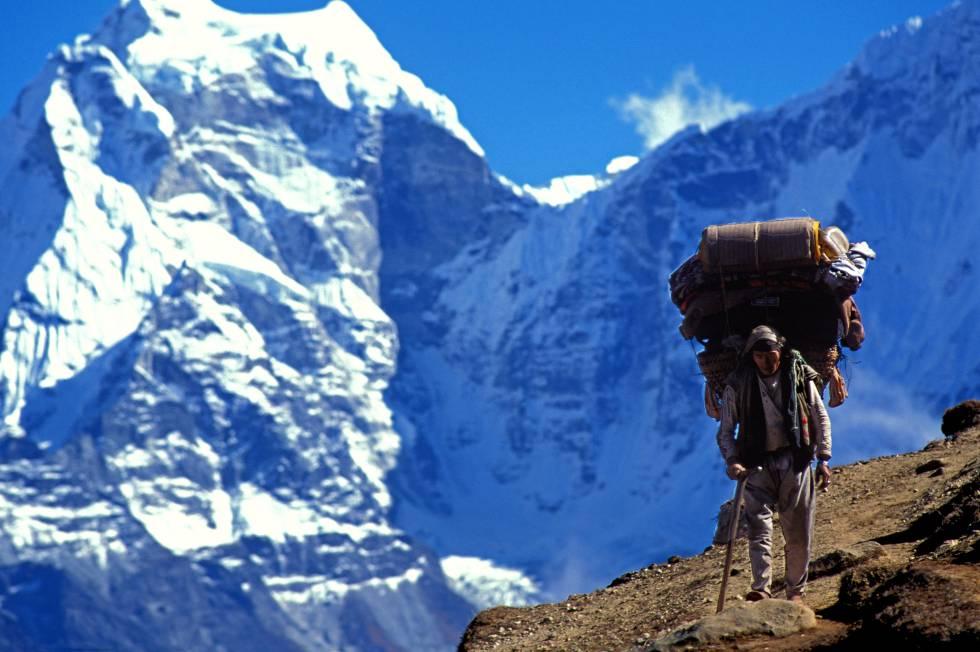 Las viudas de dos 'sherpas' muertos en el Everest ...