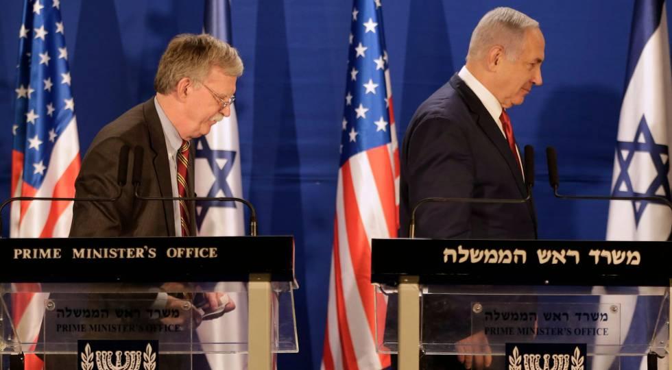 El asesor de Seguridad Nacional de EE UU, John Bolton, y el primer ministro israelí, Benjamín Netanyahu, este domingo en Jerusalén.