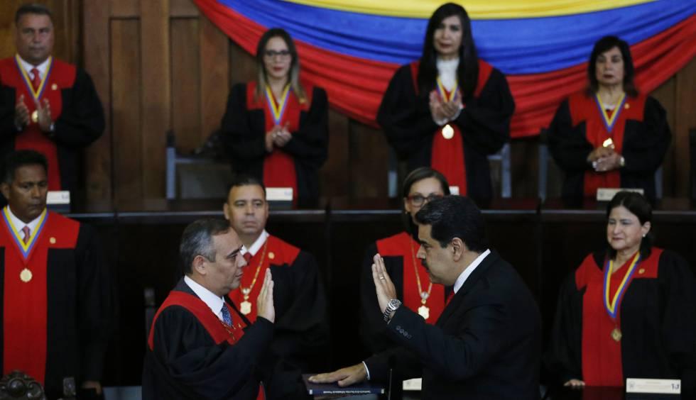 Maduro jura el cargo este jueves ante el presidente del Supremo venezolano, Maikel Moreno.