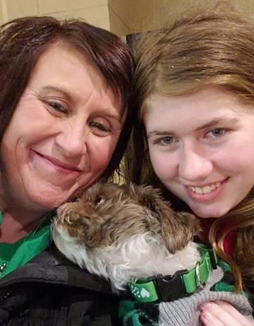 Jayme, el viernes con su tía y su perra.