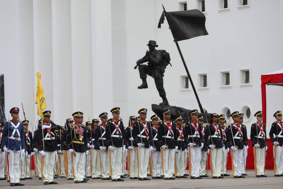 Acto militar durante la toma de posesión de Nicolás Maduro