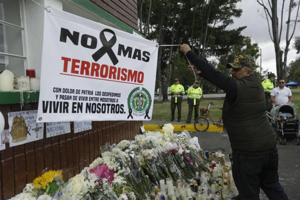 Homenaje a los cadetes asesinados en el atentado del ELN en Bogotá.