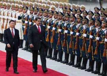Nicolás Maduro junto a Xi Jinping durante la ceremonia de bienvenida, en Pekín el pasado septiembre.