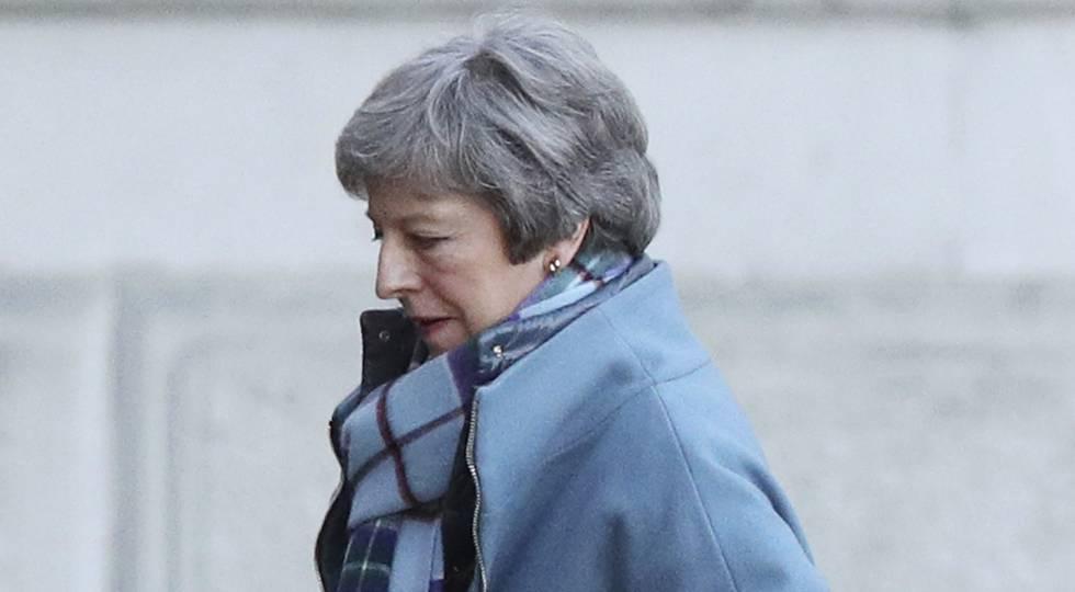 La primera ministra de Reino Unido, Theresa May, este lunes a la entrada de Downing Street.