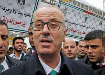 El primer ministro palestino, Rami Hamdala, este lunes en la ceremonia de inauguración de un  centro médico en el pueblo cisjordano de Beit Ula.