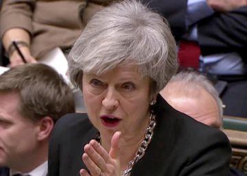 La primera ministra británica, Theresa May, durante su intervención este martes en el Parlamento británico.
