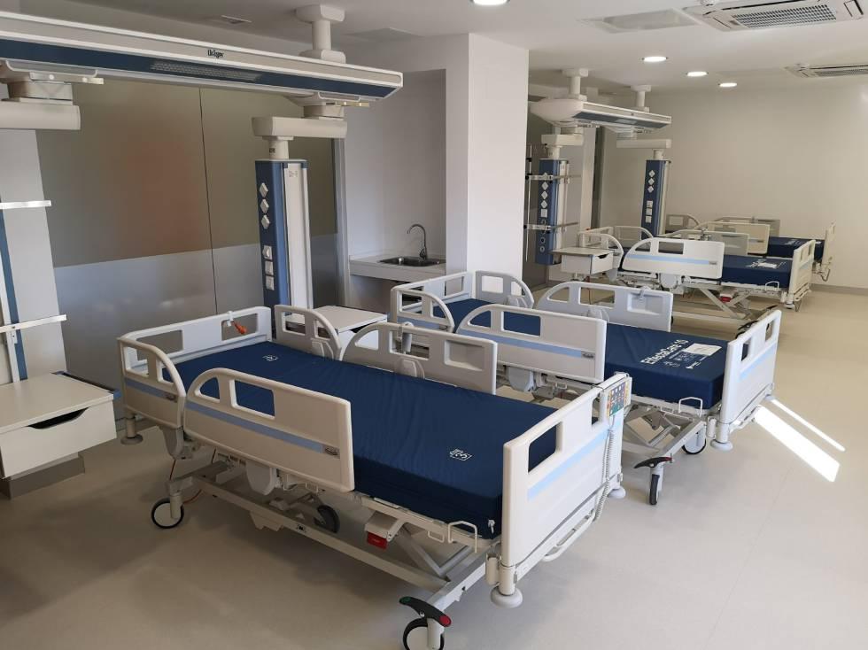 Interior de una sala de un hospital.