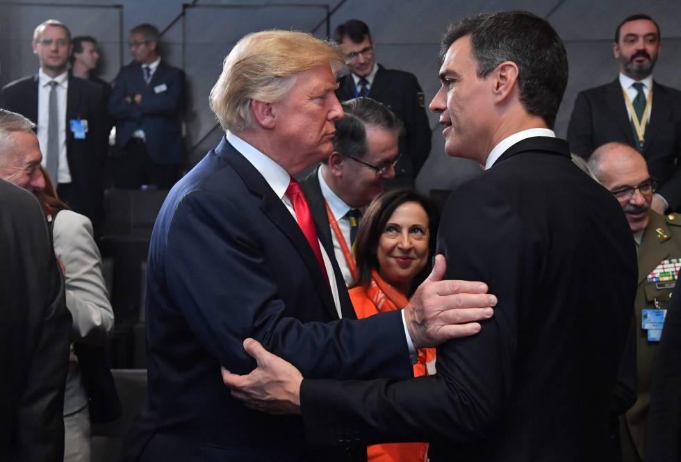 Donald Trump saluda a Pedro Sánchez durante la cumbre de la OTAN de julio pasado en Bruselas.