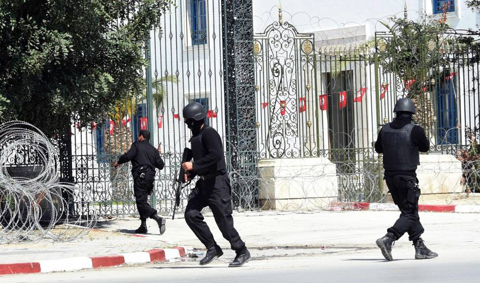Resultado de imagen de Condenados a cadena perpetua siete hombres por los atentados de Túnez en el museo El Bardo y el hotel en Susa