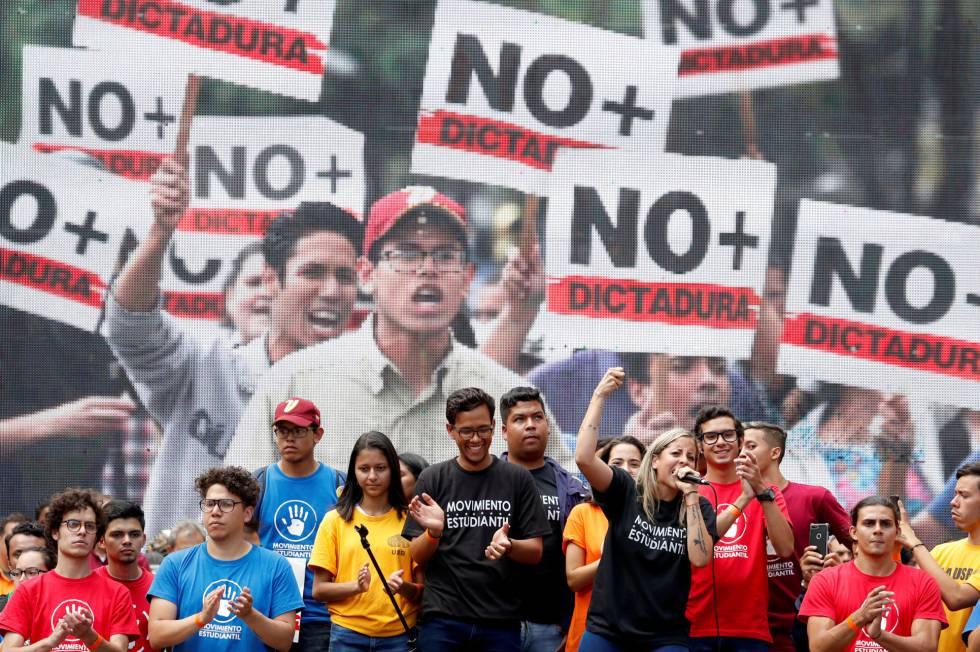 Estudiantes, durante la protesta de este martes en Caracas.