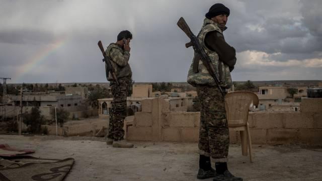 Milicianos de las SDF, este domingo en Bahguz.