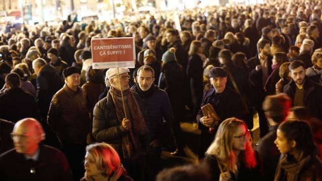 Manifestación, este martes, en la plaza de la República de París.