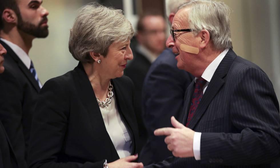 Juncker y May, este jueves antes de reunirse en Bruselas.