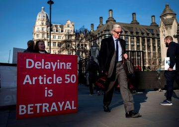 Protesta ante el Parlamento británico en Londres contra un posible retraso del Brexit. (Tolga AKMEN  AFP)