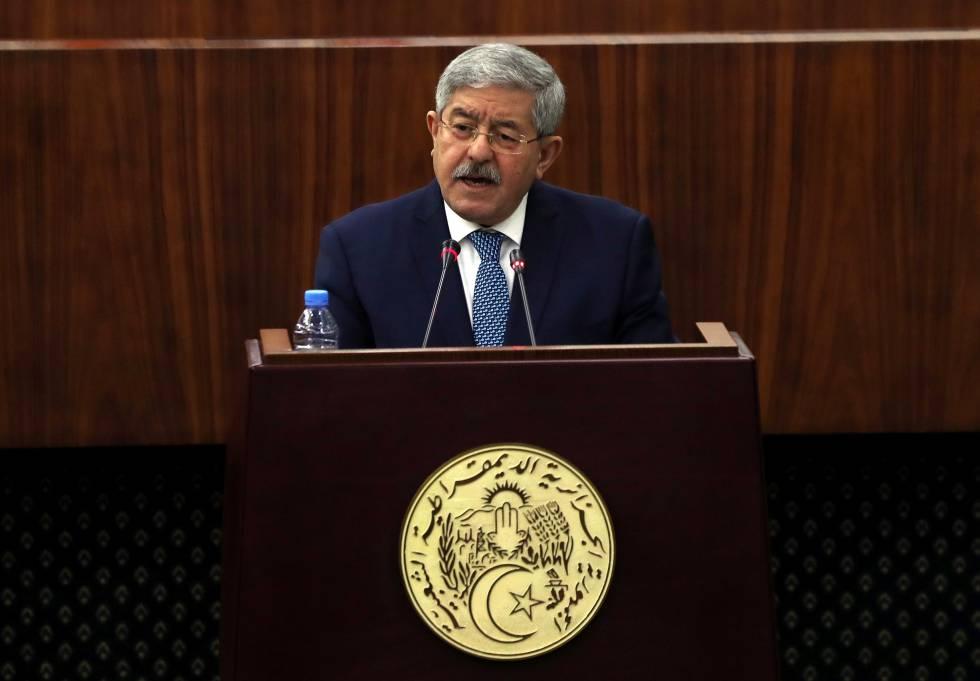 El primer ministro, Ahmed Ouyahia, en Argel este lunes.