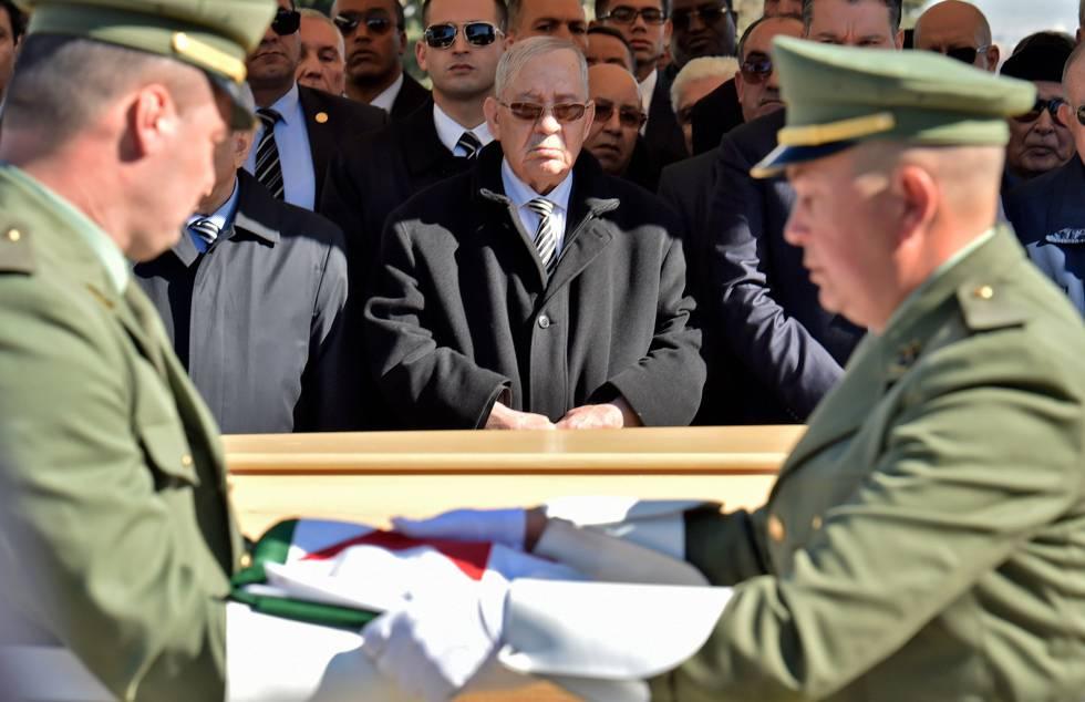 Ahmed Gaid Salah, en el cementerio de Argel, en febrero de 2019.