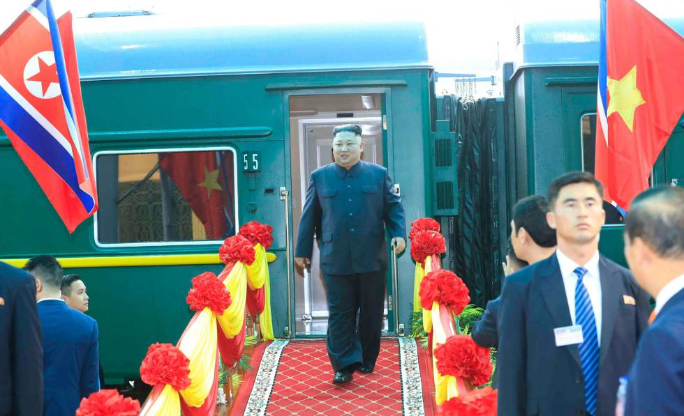 Kim Jong-un llega a la estación de Dong Dang este martes.