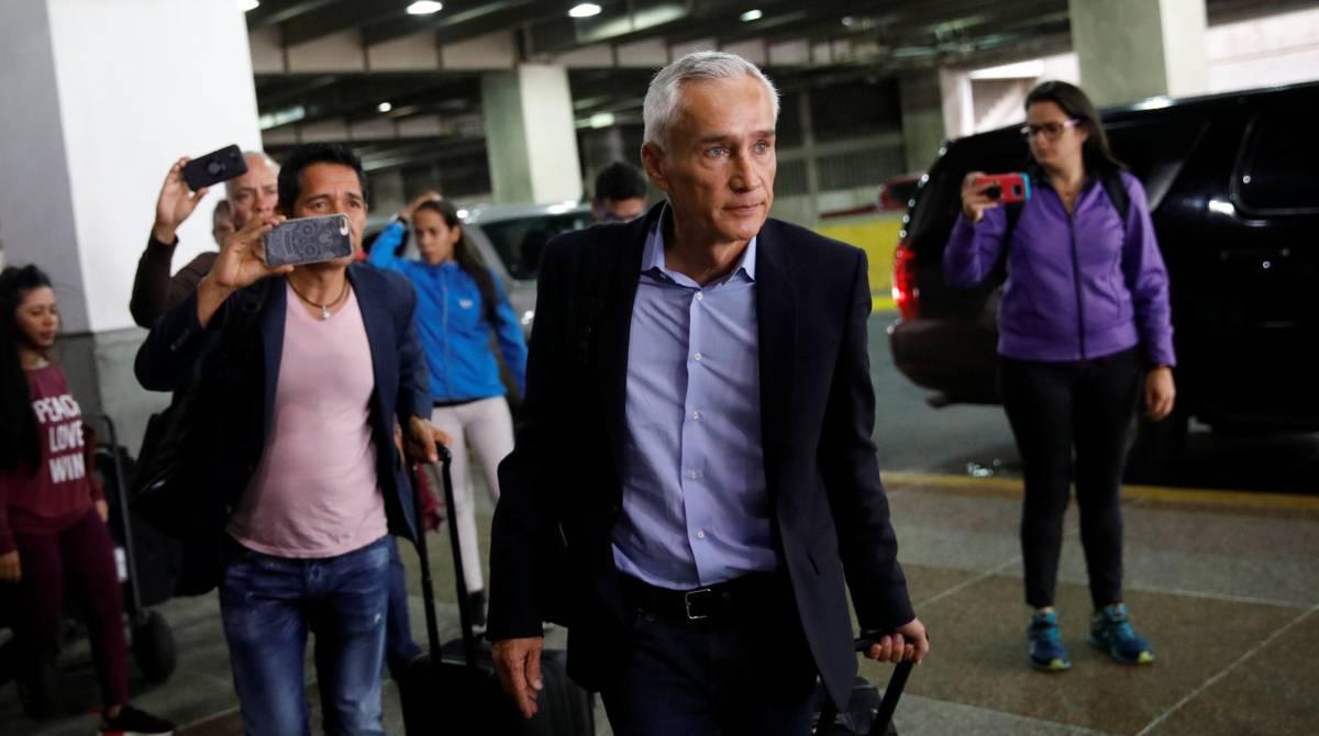 Jorge Ramos, el martes, en el aeropuerto de Caracas.