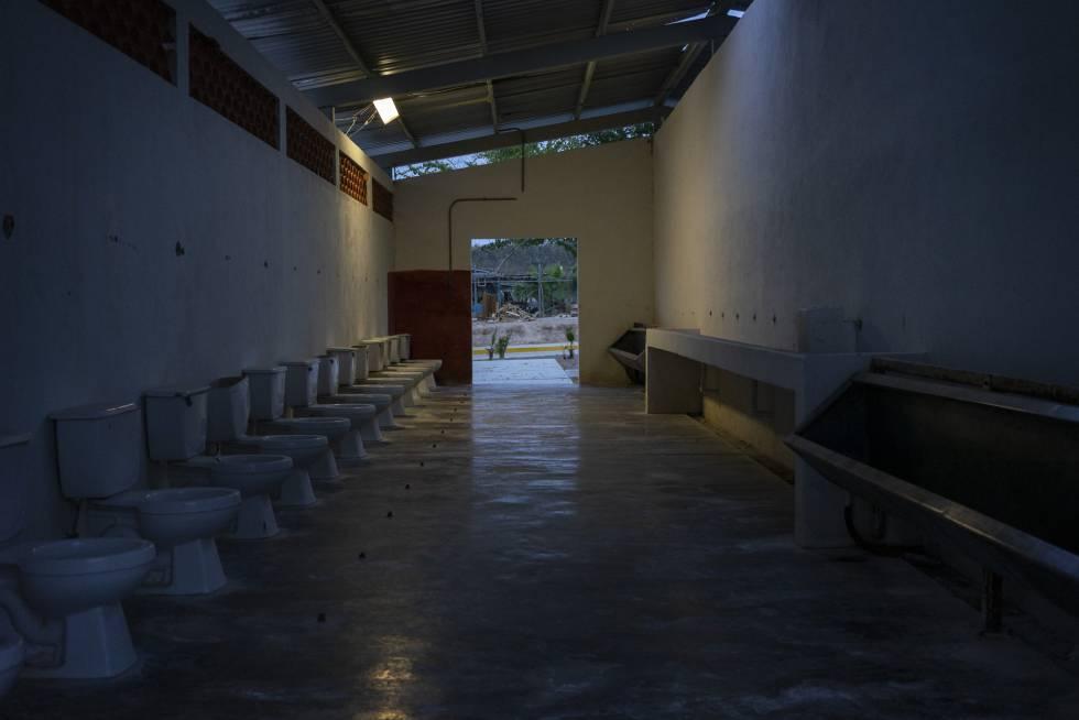 Uno de los baños comunes del centro de Morelos, en Islas Marías.