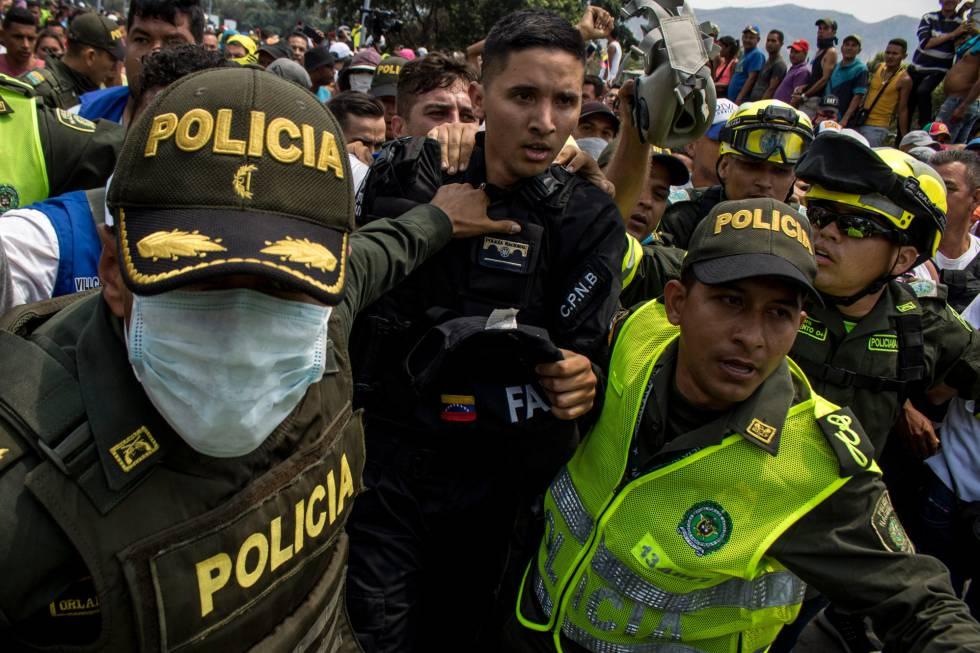 Un policía venezolano, tras pasar a Colombia el pasado 23 de febrero.
