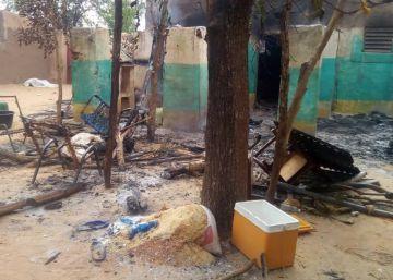Destrozos del ataque cometido el pasado sábado en el pueblo de Ogossagou, en el centro de Malí, en el que murieron 135 personas.