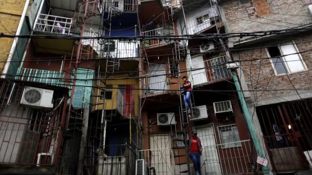 Frentes de viviendas en la Villa 31 de Buenos Aires.