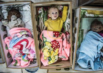 Bebés desnutridos y con problemas de respiración evacuados de Baguz.