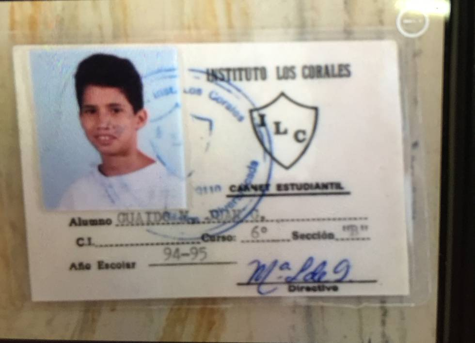 Credencial escolar de Juan Guaidó.