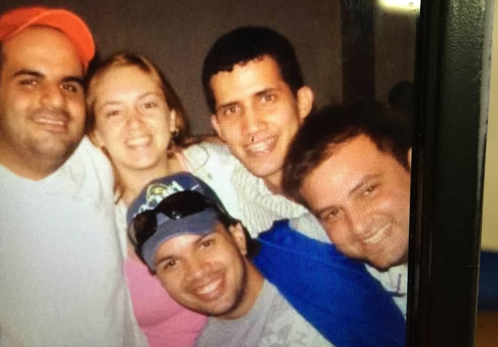 Juan Guaidó junto a sus amigos del colegio Los Corales.
