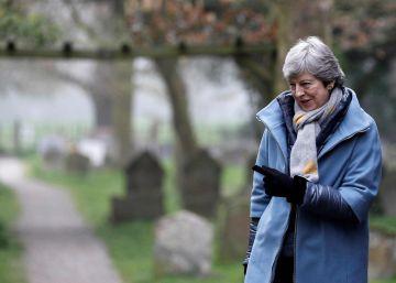Theresa May, este domingo en Londres a la salida de un servicio religioso